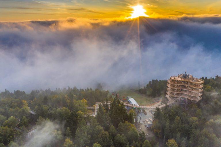 Wschód słońca Wieża